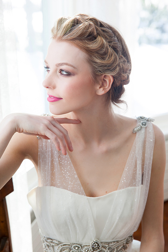 pretty and elegant wedding hair @weddingchicks