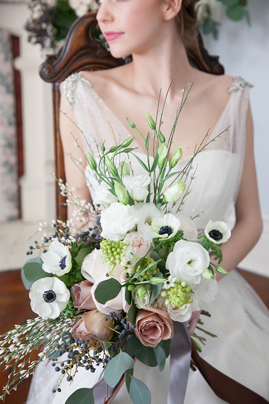 white and light purple bouquet @weddingchicks