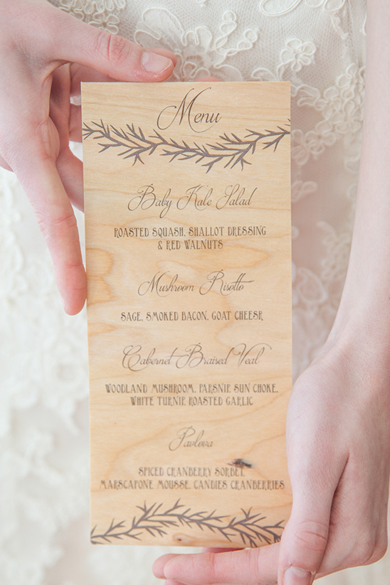 wood grain wedding menu @weddingchicks