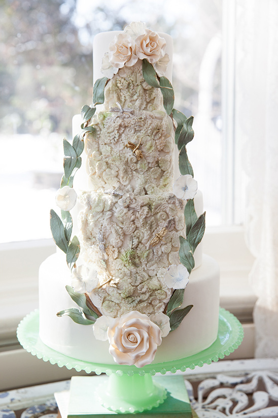whimsical wedding cake @weddingchicks