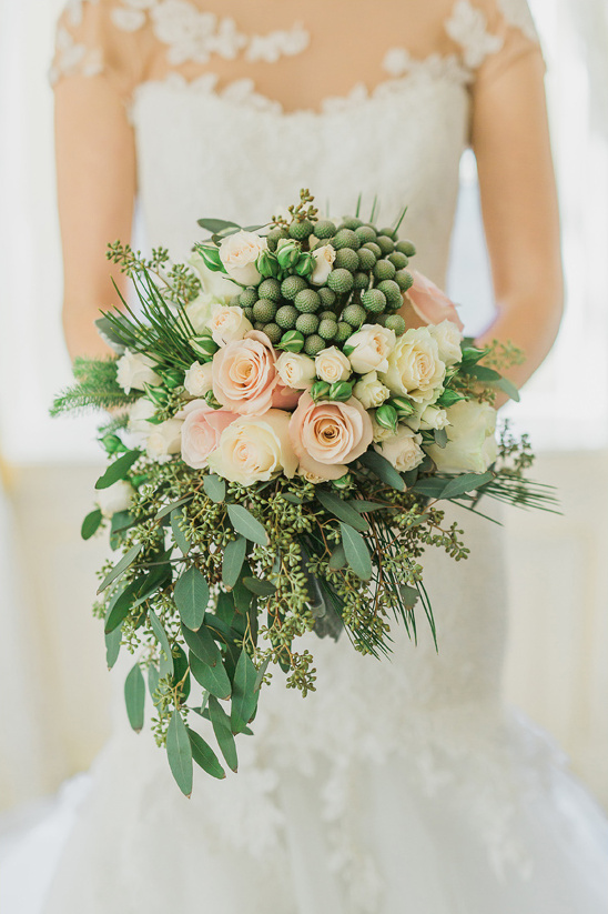 peach and green bouquet from Petals Markham @weddingchicks
