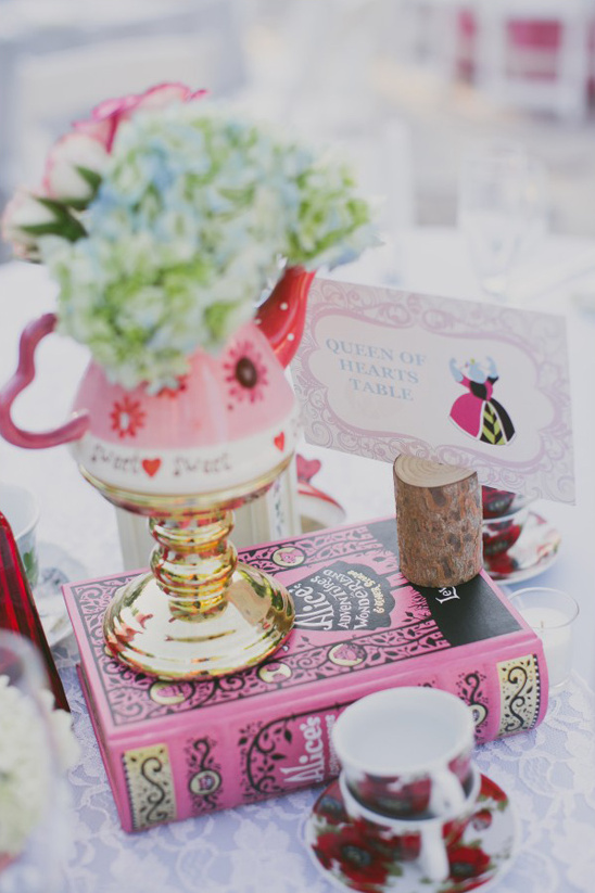queen of hearts themed centerpiece @weddingchicks