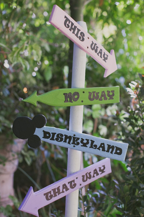 Disneyland wedding sign @weddingchicks