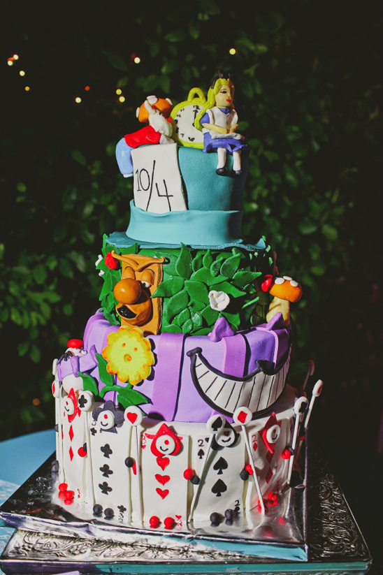 alice in wonderland cake @weddingchicks