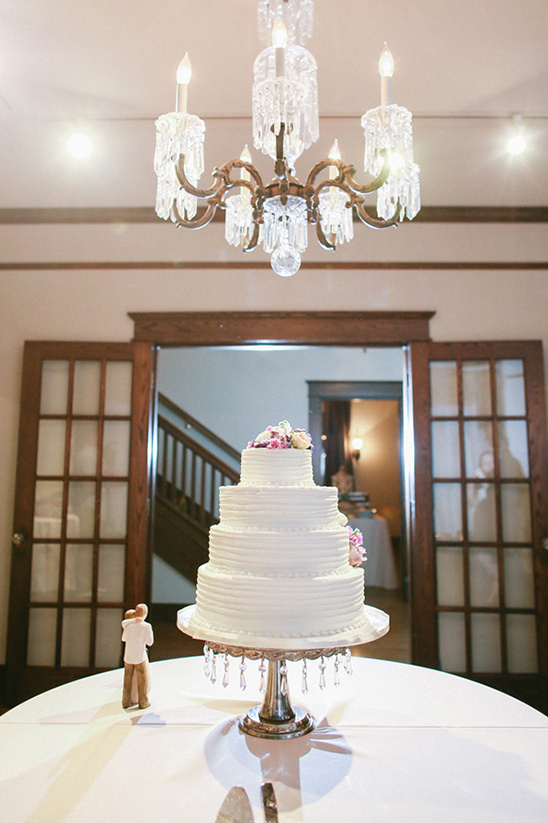 cake by A Catered Affair @weddingchicks
