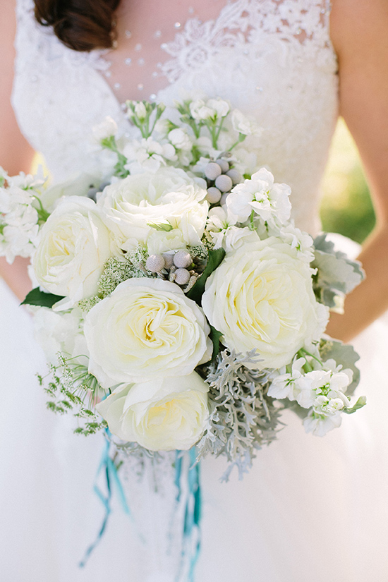 lush white wedding bouquet @weddingchicks