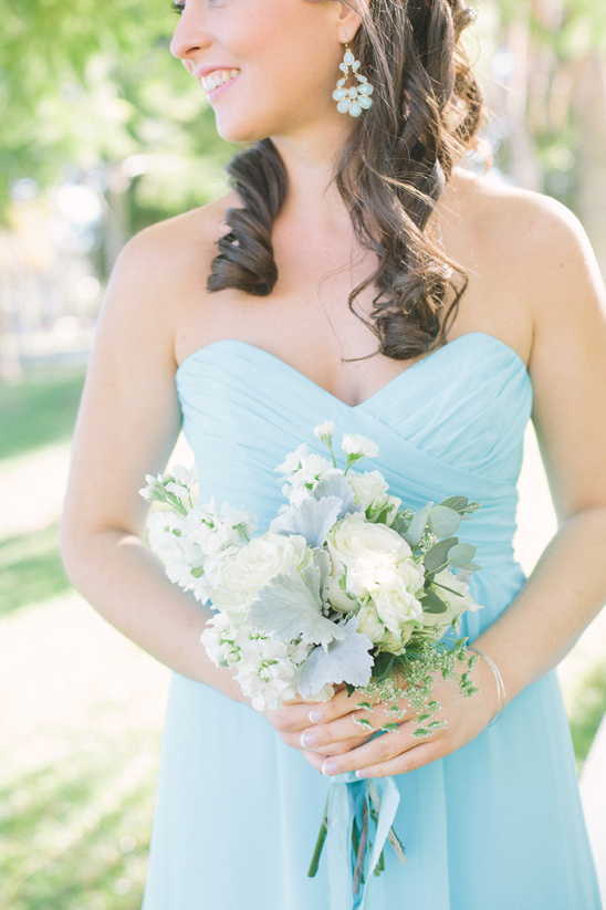 white rose and dusty miller bouquet @weddingchicks