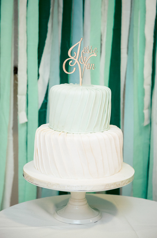 green and white wedding cake @weddingchicks