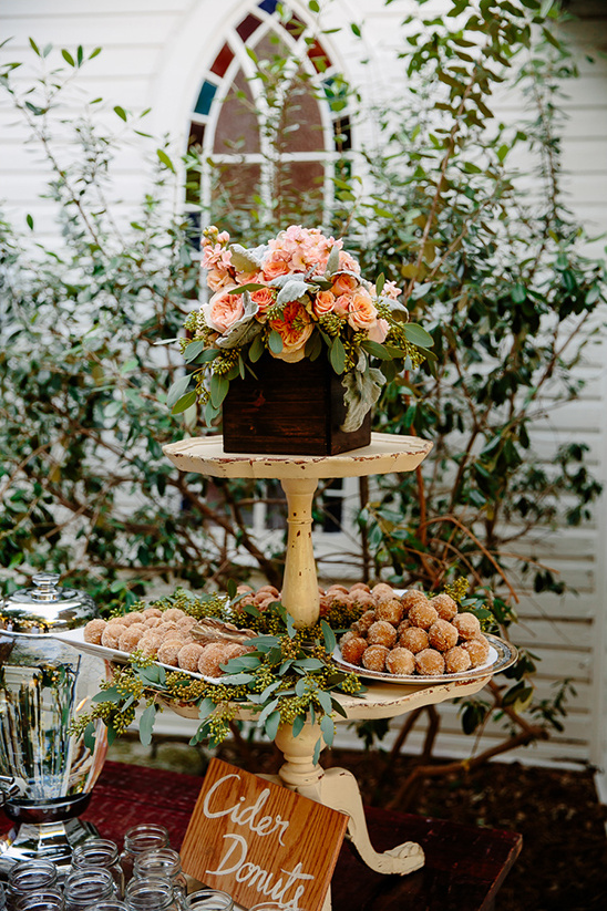 cider donuts wedding @weddingchicks