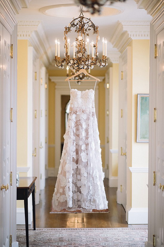 ornate lace wedding dress @weddingchicks