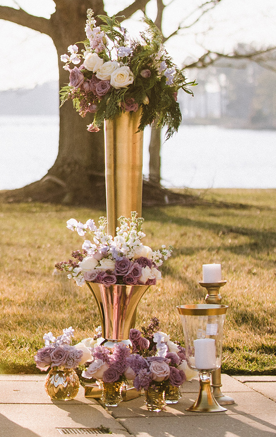gold and purple ceremony decor @weddingchicks