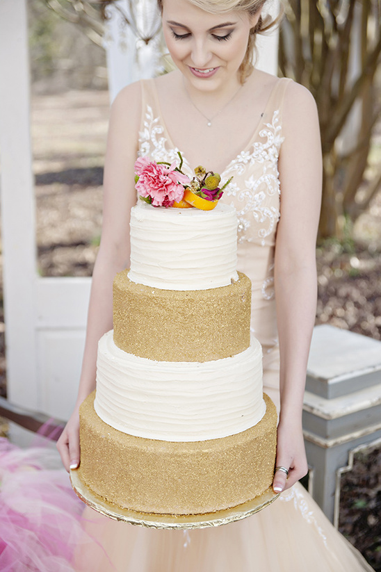 tall gold and white cake @weddingchicks