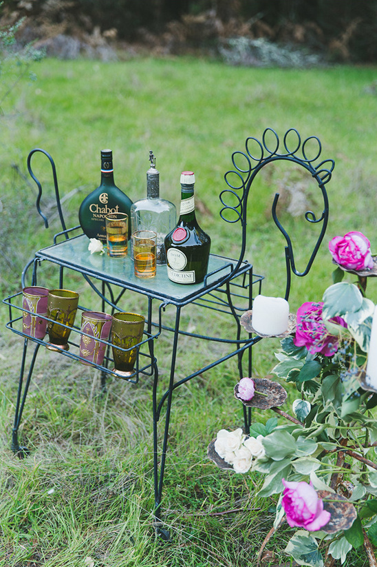 horse shaped drink table @weddingchicks