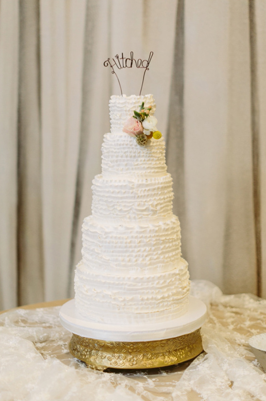 cute hitched cake topper @weddingchicks