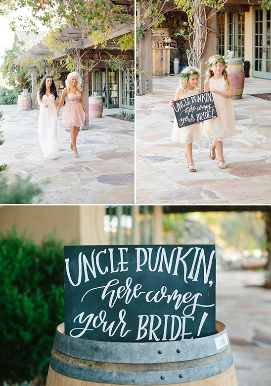 here comes the bride sign @weddingchicks
