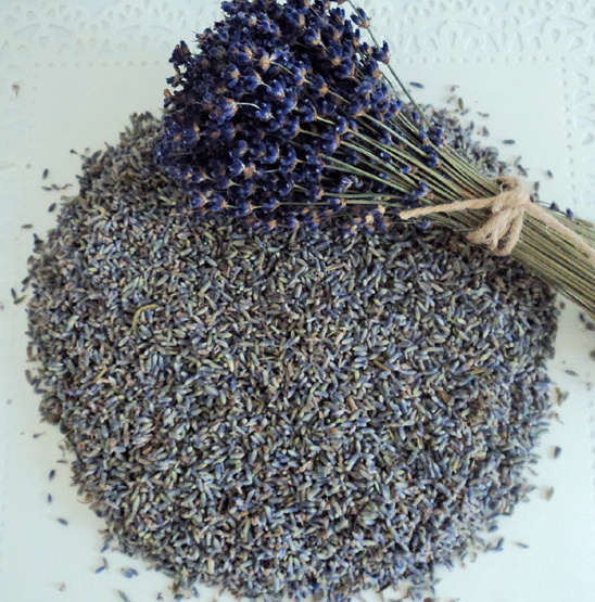 High quality lavender that you can toss at your wedding! Purchase it from Flowerfetti. @weddingchicks