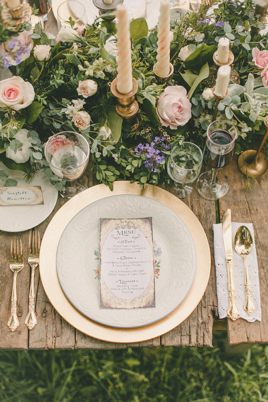 classic china with gold accents table decor @weddingchicks