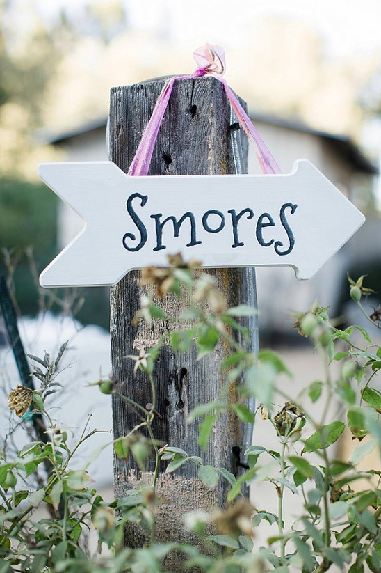 smores sign @weddingchicks