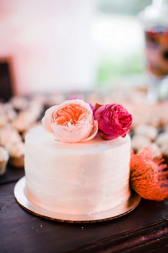simple rose topped cake @weddingchicks
