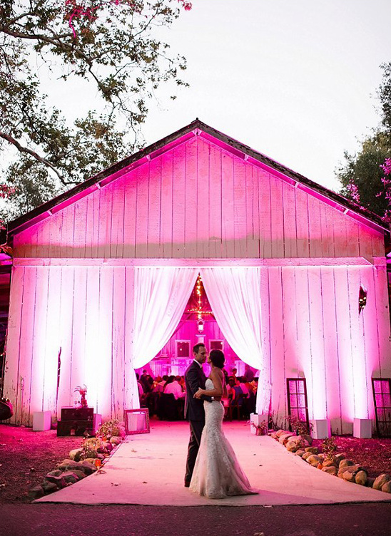 dramatic wedding lighting @weddingchicks