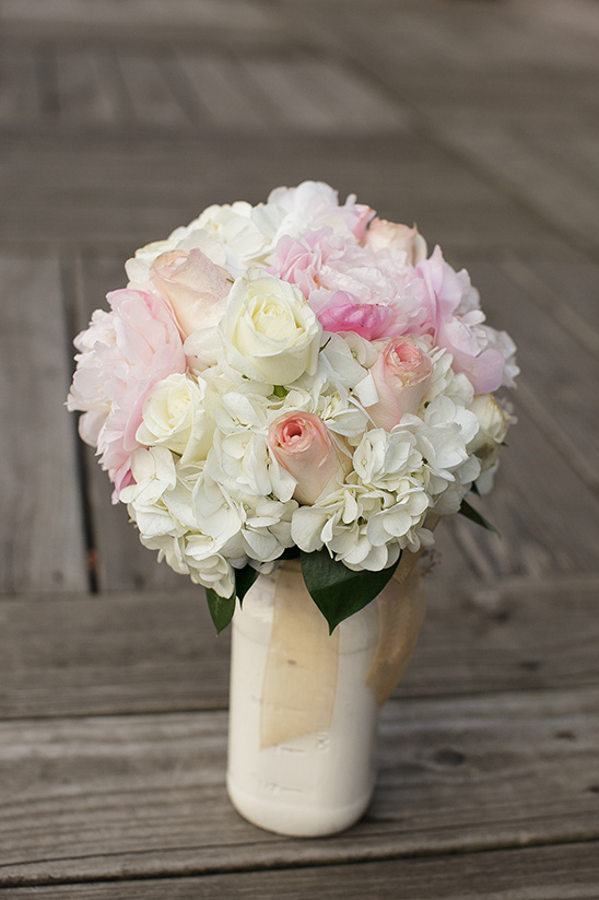 pink and white wedding bouquet by Petal Place Florist @weddingchicks