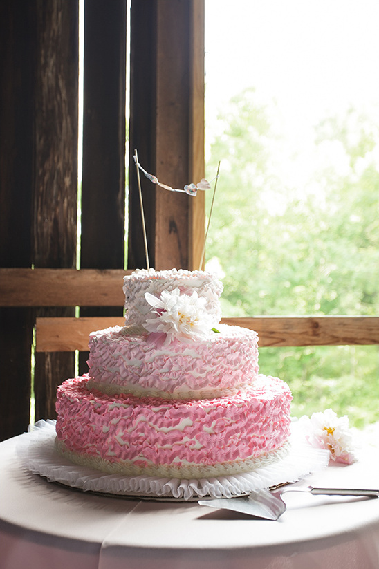 pink ombre wedding cake by Rudy Strudel @weddingchicks