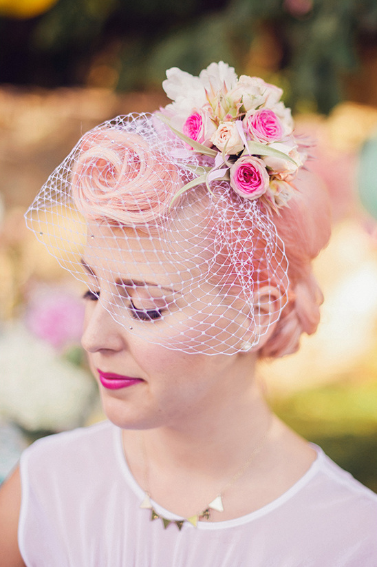birdcage veil and flower detail @weddingchicks