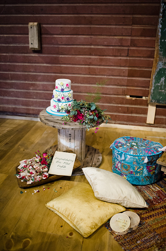 eclectic wedding cake display @weddingchicks