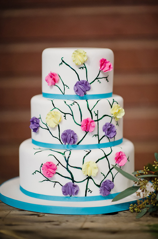 climbing flowers wedding cake @weddingchicks