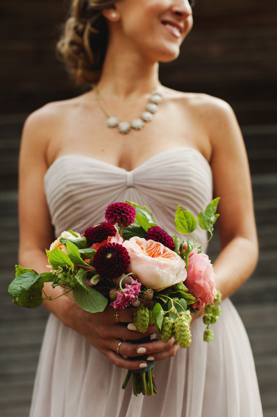 maroon and peach bouquet @weddingchicks