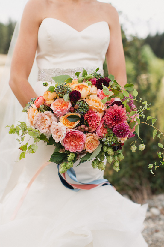 peach and pink bouquet by Sinclair & Moore @weddingchicks