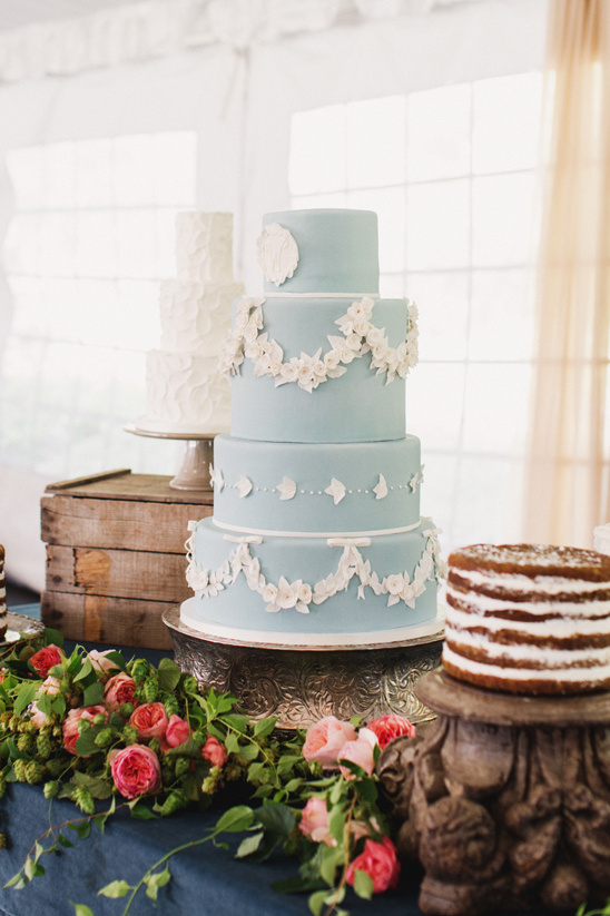 baby blue wedding cake @weddingchicks