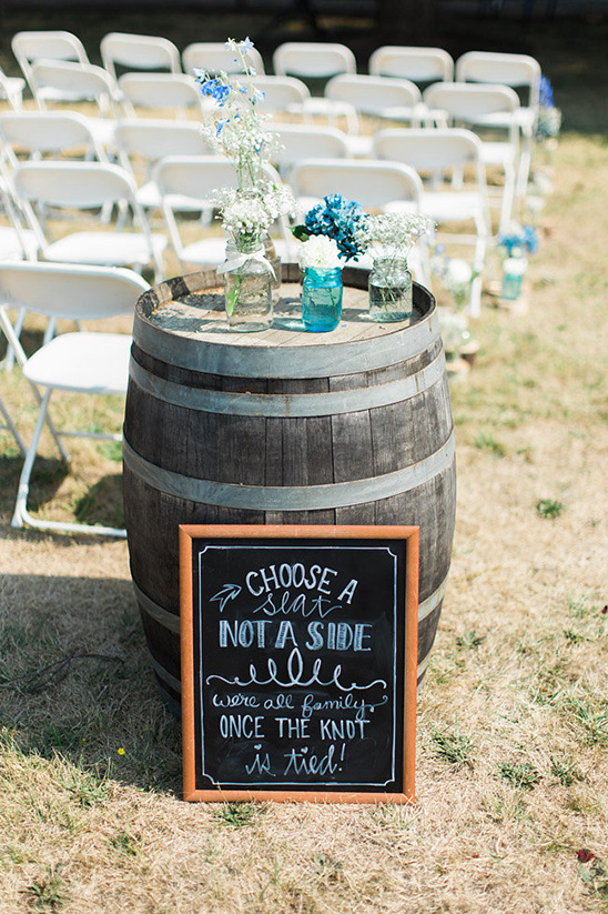 whiskey barrel and seating sign @weddingchicks