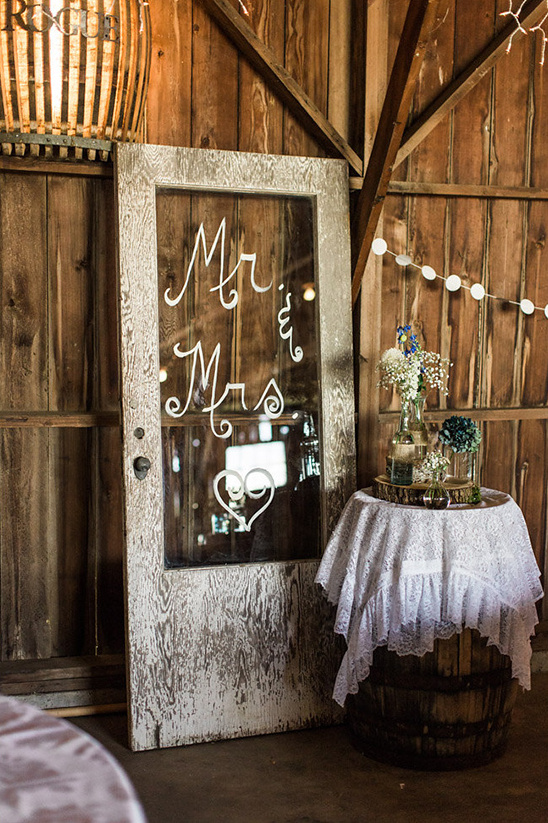mr and mrs door sign @weddingchicks