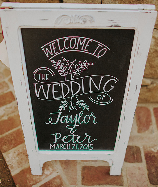 welcome wedding sign chalkboard idea@weddingchicks