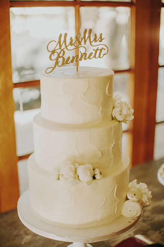 white wedding cake by Sweet & Saucy Shop @weddingchicks