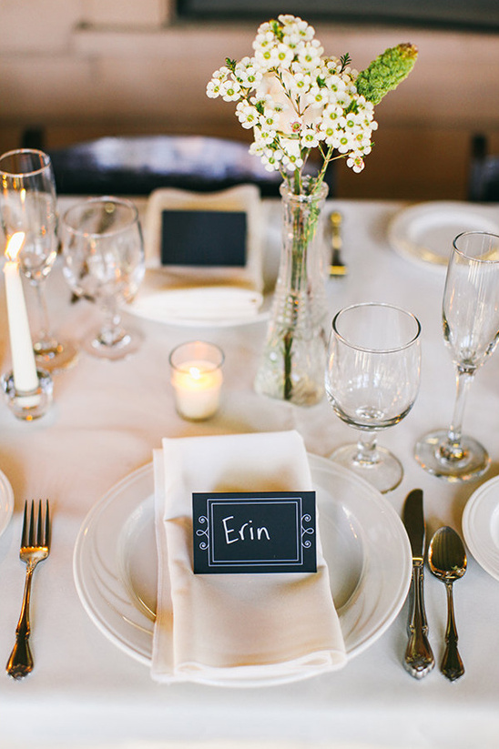 clean table setting with chalkboard placecard @weddingchicks