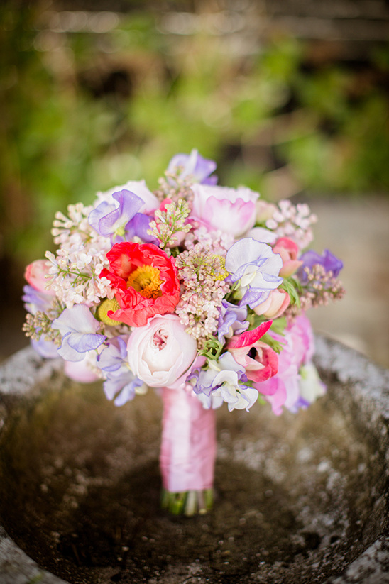 light pink and purple wedding bouquet @weddingchicks