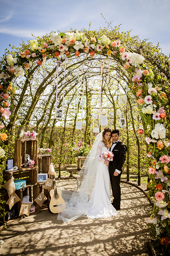 beautiful floral arch @weddingchicks