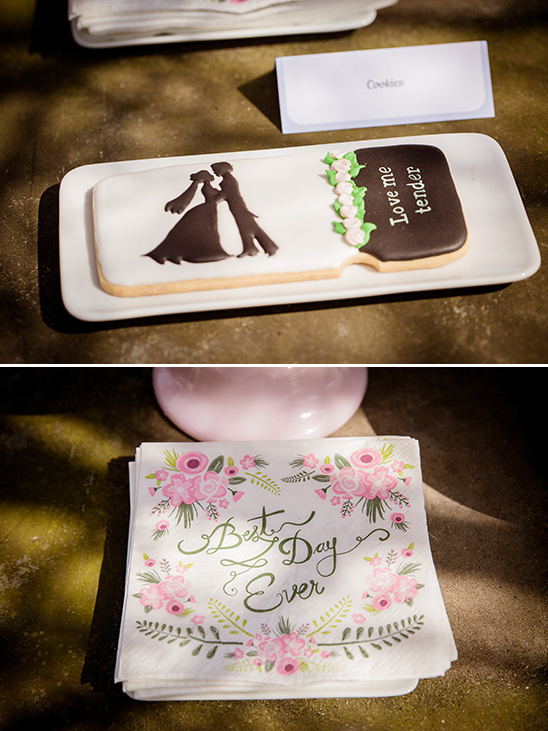custom wedding cookies @weddingchicks