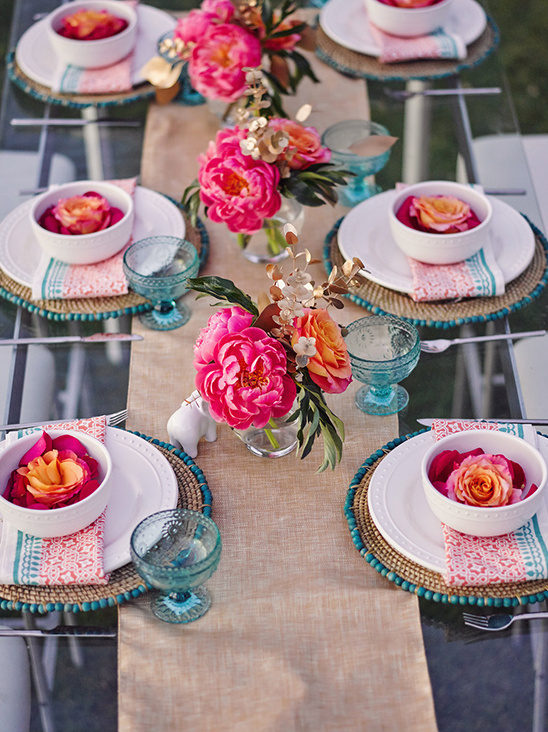 peony and rose tablescape @weddingchicks