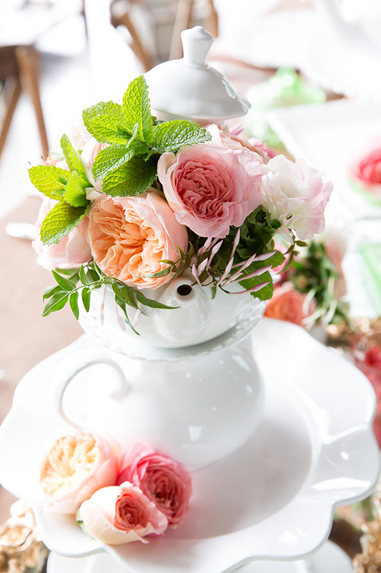 teapot floral centerpiece idea @weddingchicks