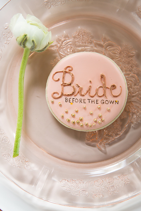 blush bride cookie @weddingchicks