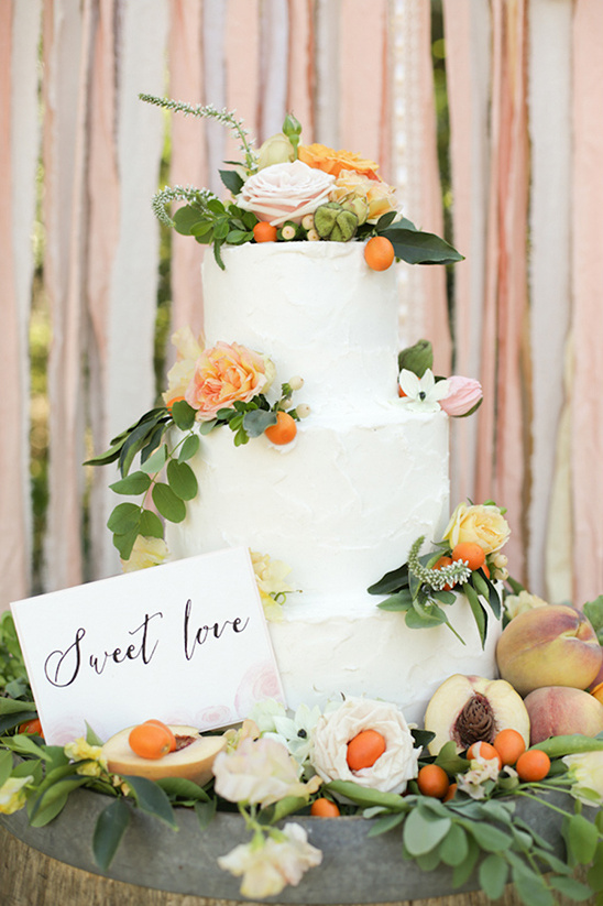 sweet love cake with peaches by Bo Cakes Bakery @weddingchicks