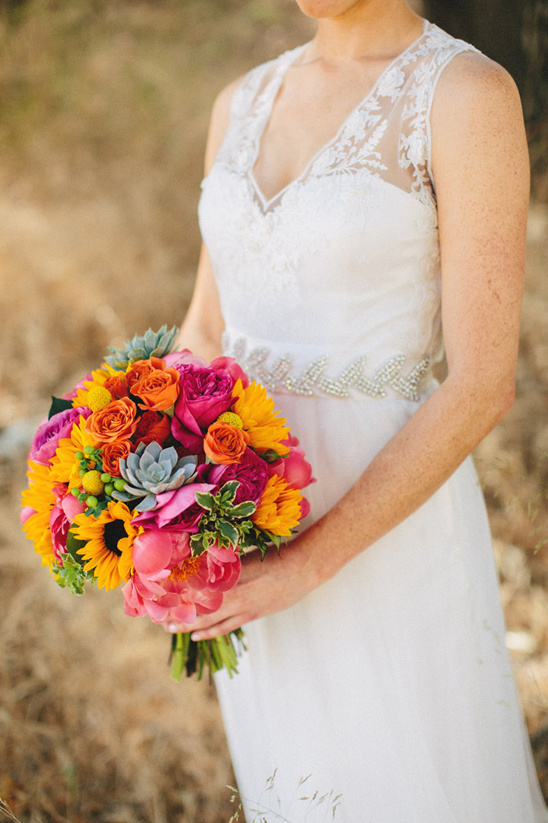 bridal bouquet by Flower Duet @weddingchicks