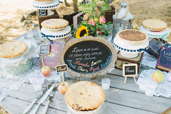 pie table @weddingchicks