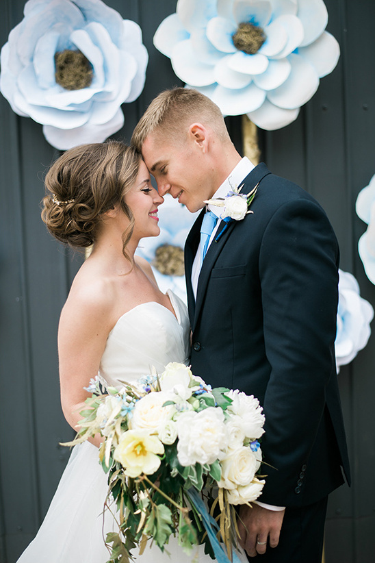 tender moments wedding ceremony @weddingchicks