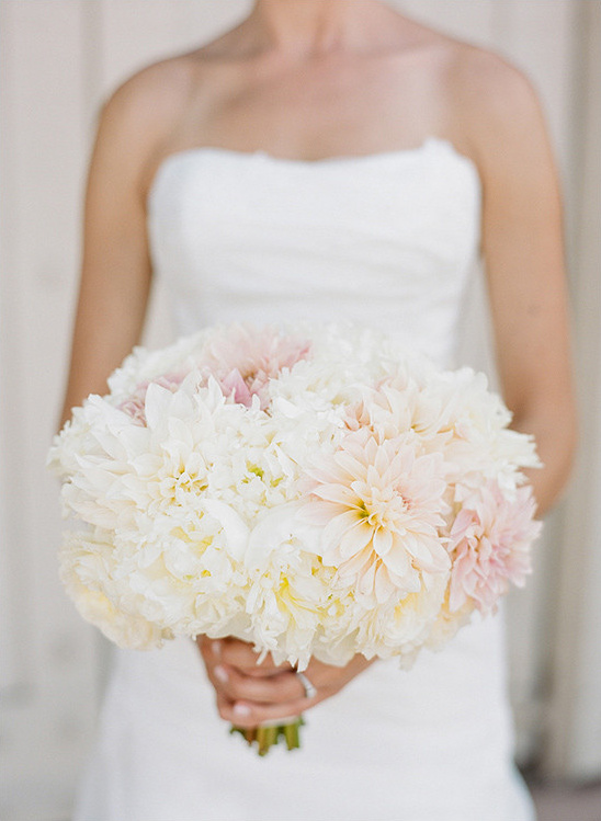 soft pink and white bridal bouquet @weddingchicks