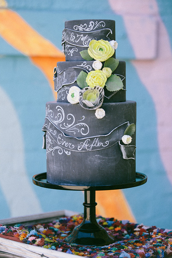 chalkboard cake design @weddingchicks