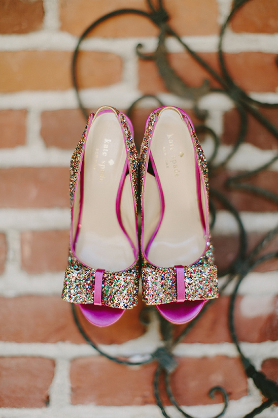 Kate Spade glitter wedding shoes @weddingchicks